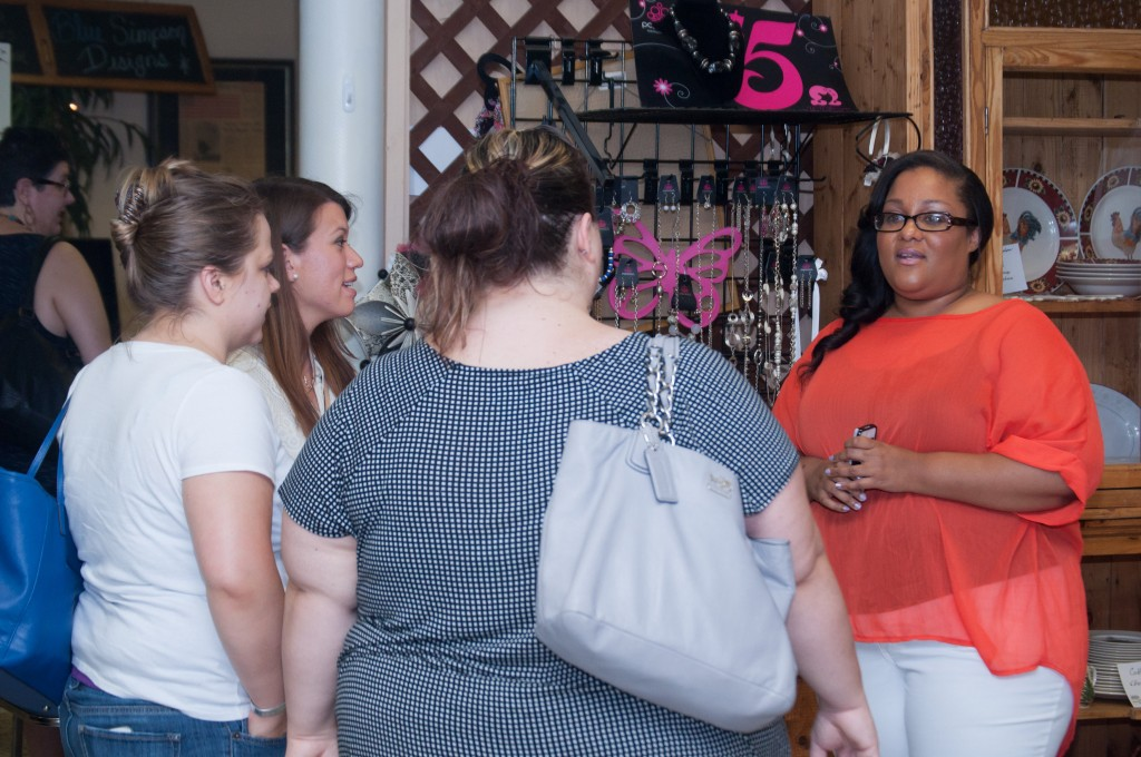 Krystel chats with military spouses at her #ArmyWife101Live event. Image Credit: Eleven Twelve Photography.
